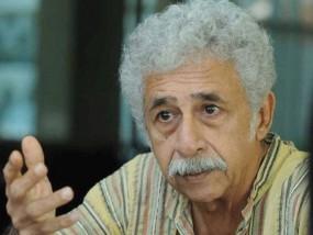 असहिष्णुता वाले बयान पर घिरे नसीरुद्दीन शाह, कटा कराची का टिकट