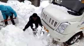 जम्मू की भारी बर्फबारी में फंसे महाराष्ट्र के 40 पर्यटक, यवतमाल में परेशान मां ने कहा- बेटे से नहीं हो रहा संपर्क