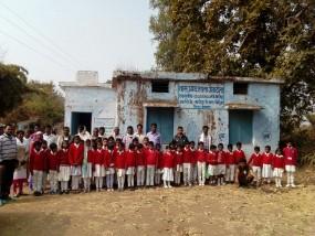 मप्र: जर्जर शाला भवन, घर में लगती है पाठशाला, प्राथमिक शाला जेताटोला का मामला