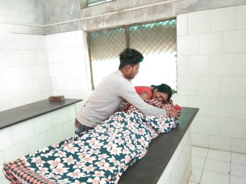 12वीं कक्षा के छात्र ने लगायी फांसी, अस्पताल में ऑक्सीजन न मिलने से मौत, परिजनों ने किया हंगामा