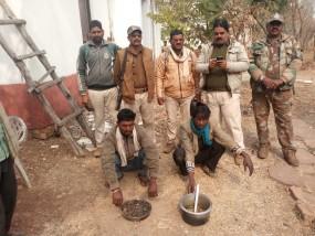 कुत्तों के जरिए कर रहे हिरण का शिकार, मांस सहित दो आरोपी गिफ्तार