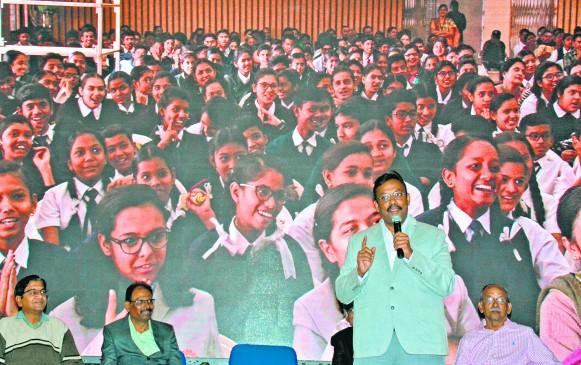 राज्य शिक्षा मंत्री का ऐलान-CBSE और ICSE स्कूलों के स्टूडेंट्स पढ़ेंगे सातवी कक्षा तक मराठी