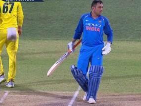 Adelaide ODI: भारतीय टीम को धोनी की यह गलती पड़ सकती थी भारी, देखें वीडियो