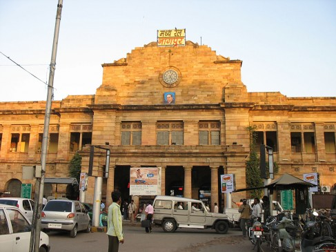 गाड़ियों की लेट-लतीफी के चलते दिसंबर में नागपुर विभाग से 11 करोड़ 47 लाख टिकटें कैंसिल