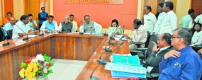 सिरदर्द बने मोबाइल टावरों के बिजली कनेक्शन शीघ्र काट दिए जाएं-पालकमंत्री