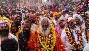 प्रयागराज कुंभ 2019 : धूमधाम से निकली स्वामी वासुदेवानंद सरस्वती की पेशवाई