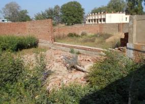 दीवार के नीचे दबने से दो किशोरों की दर्दनाक मौत