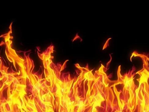 पेट्रोल डालकर दवा दुकान में आग लगाई, पूर्व में पैथोलॉजी में भी इसी तरह लगाई गई थी आग