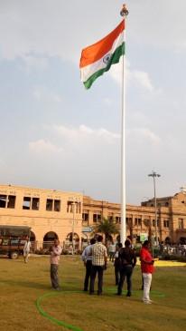 नागपुर रेलवे स्टेशन पर लहराया 100 फीट की ऊंचाईपर तिरंगा