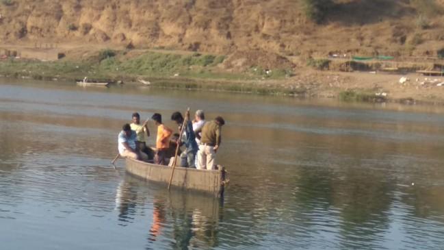नर्मदा में डूबे दो किशोर, एक का शव मिला, दूसरे की तलाश जारी
