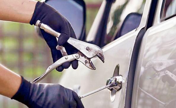 अपनी टैक्सी के स्पेयर पार्ट्स के लिए चुराता था दूसरों की कार-पकड़ाया, सस्ती कार के नाम पर युवती लगाती थी चूना