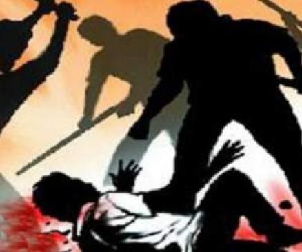 विधायक के चाचा की दबंगई, युवक को पीट-पीटकर किया घायल