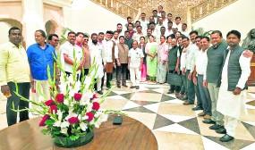 दिल्ली में बड़े नेताओं से नहीं मिल सके कांग्रेस के दोनों गुट