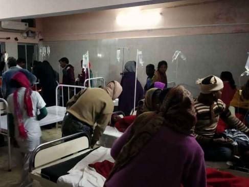 प्रसाद खाने पर खून की उल्टी, 40 बच्चे अस्पताल में भर्ती
