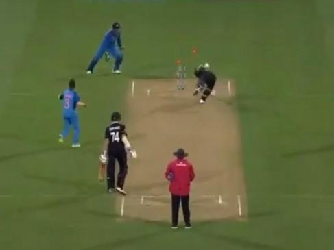 Video: धोनी ने विकेट के पीछे दिखाई चतुराई, धाराशाई हुआ यह बल्लेबाज