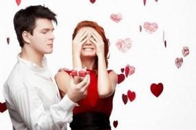 Valentines Day: आपकी लेडी लव को गिफ्ट्स नहीं, बल्कि आपका ये अंदाज आएगा पसंद