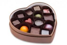 आज रिश्तों में मिठास घोलेगा चॉकलेट-डे, महिलाओं ने कुछ खास अंदाज में मनाई किटी पार्टी