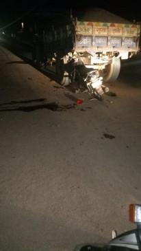 रेत से भरे ट्रेक्टर ट्राली से टकराई बाइक, आस्तपाल ले जो समय दो की मौत