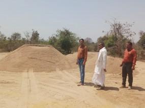 स्टाक की गई 405 ट्रॉली अवैध रेत जब्त, रेत माफियाओं में मचा हड़कंप