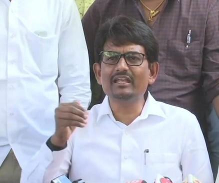 बीजेपी में शामिल होने की खबरों पर बोले अल्पेश ठाकोर, 'कांग्रेस में ही रहूंगा'