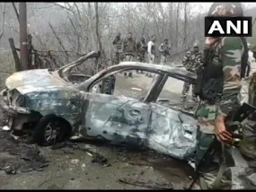 जम्मू-कश्मीर: बनिहाल टनल के पास कार में धमाका, बाल-बाल बचा CRPF का काफिला