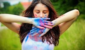 Holi Fashion: कपड़ों का चुनाव करते समय बरतें सावधानी, नहीं तो हो सकती है परेशानी