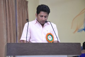 महाजन और सुजय विखेपाटील मुलाकात से राजनीतिक अटकले तेज, सुजय ने कहा - राजनीति में कुछ भी संभव