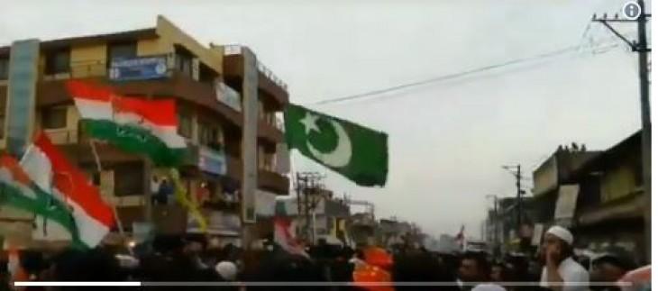 No Fake News: क्या कर्नाटक में कांग्रेस की रैली में वाकई लहराया पाकिस्तानी झंडा ?