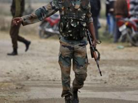 सोपोर में सीआरपीएफ कैंप पर आतंकी हमला, LOC पर एक शहीद