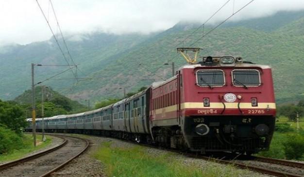 होली के कारण ट्रेनों में बढ़ी भीड़ मथुरा, गोरखपुर व हावड़ा की ओर जाने वाली ट्रेनों में लंबी वेटिंग लिस्ट