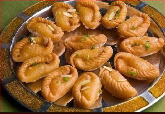 Holi Special: टेस्टी गुजिया के साथकरें होली की शुरुआत