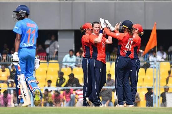 भारतीय महिला टीम एक रन से हारी, इंग्लैंड ने सीरीज पर 3-0 से किया क्लीन स्वीप