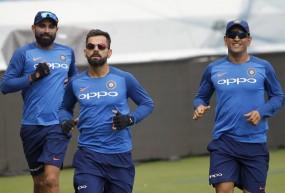 IND VS AUS 1st ODI: भारत को लगा बड़ा झटका, धोनी हुए चोटिल