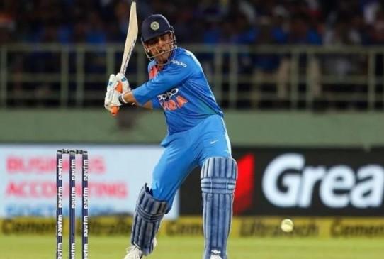 धोनी ने रोहित को पीछे छोड़ा, वनडे में सबसे ज्यादा छक्के लगाने वाले भारतीय बने