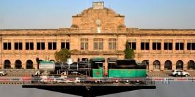 नागपुर स्टेशन पर धुंधली पड़ने लगीं ऐतिहासिक इमारतों की तस्वीरें, और कैमरों की भी जरूरत