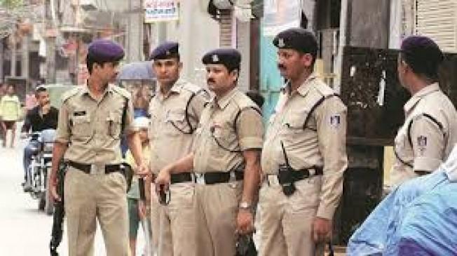 होली के पहले ही अपराधियों की धरपकड़ शुरू, अवैध धंधा करने वालों के ठिकानों पर दबिश दे रही पुलिस