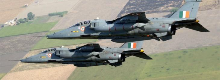 एयर स्ट्राइक के बाद अब कलम से वार, वायुसेना का पाक पर 'काव्य' हमला