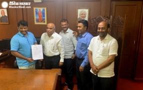 गोवा: डिप्टी सीएम धवलीकर को पद से हटाया, कल बीजेपी में शामिल हुए थे एमजीपी के दो MLA