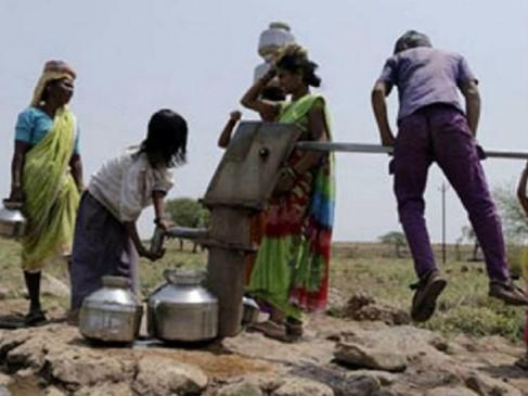 जलाशय सूखे, वर्धा जिले में जलसंकट से बिगड़े हालात