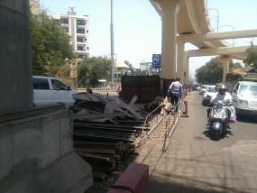 मेट्रो में हादसा: ट्रक की चपेट में आने से मजदूर की मौत