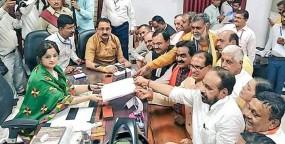 लोकसभा चुनाव 2019: भाजपा प्रदेश अध्यक्ष ने भरा नामांकन, हजारों की संख्या में शामिल हुए कार्यकर्ता
