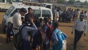 स्कूली बच्चों को वैन से परिवहन किया तो खैर नहीं, आरटीओ ने लगाया प्रतिबंध