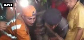 मथुरा: 100 फीट गहरे बोरवेल में गिरे 5 साल के बच्चे को आर्मी ने बचाया