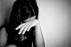पति को नहीं चाहिए थी 4 साल की बेटी, रेलवे स्टेशन पर छोड़ गई मां