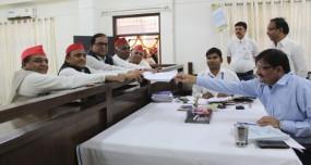 आजमगढ़: नामांकन के बाद अखिलेश का बीजेपी पर हमला- 'चौकीदार' और 'ठोकीदार' हटाए जाएंगे