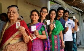 अमरावती के कई मतदान केंद्रों पर बिगड़ी ईवीएम , अधिकारी व प्रत्याशियों ने किया मतदान