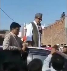 आजम खान का एक और विवादित बयान, कहा- अफसरों से साफ कराऊंगा मायावती के जूते