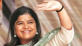 भाजपा सांसद पूनम महाजन की संपत्ति में 106 करोड़ रुपए की कमी