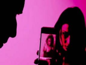 फिल्मों में काम दिलाने के नाम पर लड़कियों कोब्लैकमेल करने वाला गिरफ्तार -पीड़ितों में नागपुर की भी एक लड़की