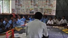 नौकरी पर संकट: एडमिशन के लिए घर-घर जाकर बच्चों को ढूंढ रहे टीचर्स
